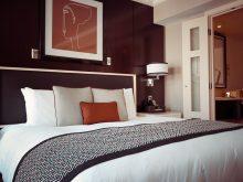 Chambre d'hôtel ou appartement privé? (partie 1)