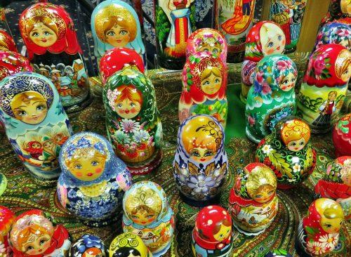 Babouchkas au marché Izmailovsky à Moscou