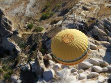 Printemps en Cappadoce : profiter du paysage en montgolfière.